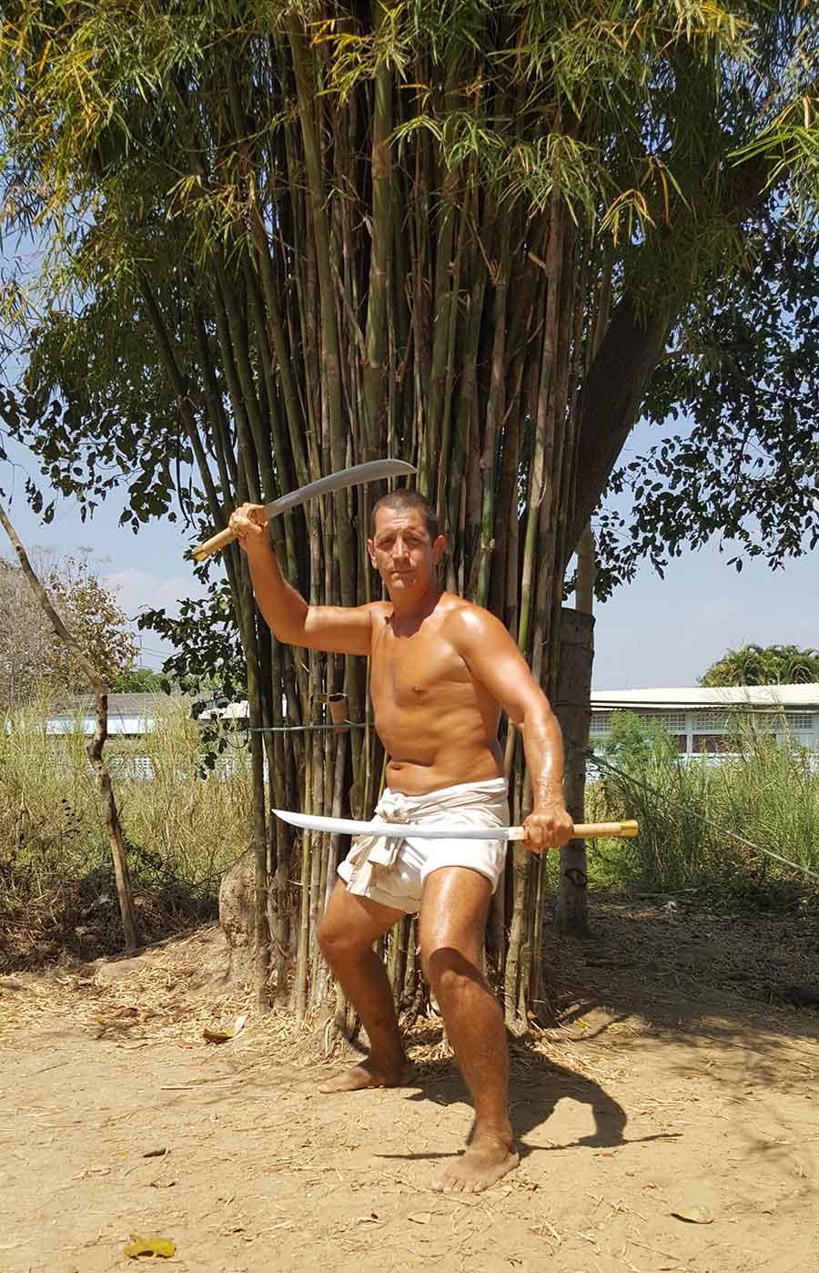 thai sword fighting - daad double swords - muay thai sangha